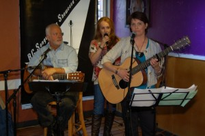 LaRaine introducing Patricia Dunphy & Bruce Rudolph at the start of the Songwriter Showcase — at BC Songwriters' Showcase Association.