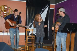 LaRaine introducing our Showcase Songwriters, Trent Olver & Glen Mager - BCSongwriters.ca